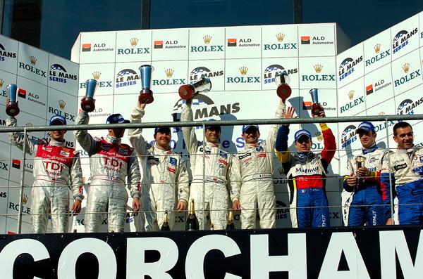 Podio de las 24 horas de Le Mans de 2008, con Jacques Villeneuve, Marc Gené y Olivier Panis - SoyMotor.com
